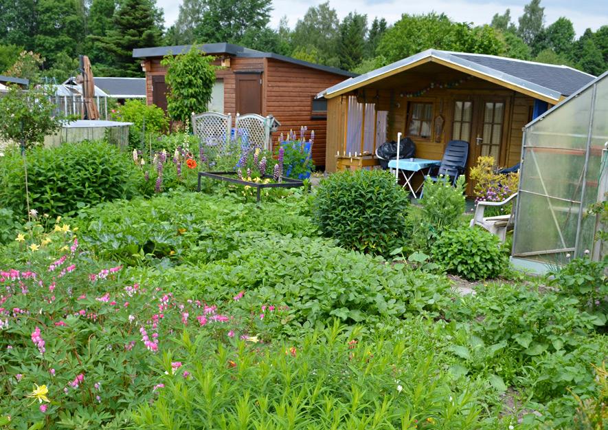 Gartenlaube mit Freisitz