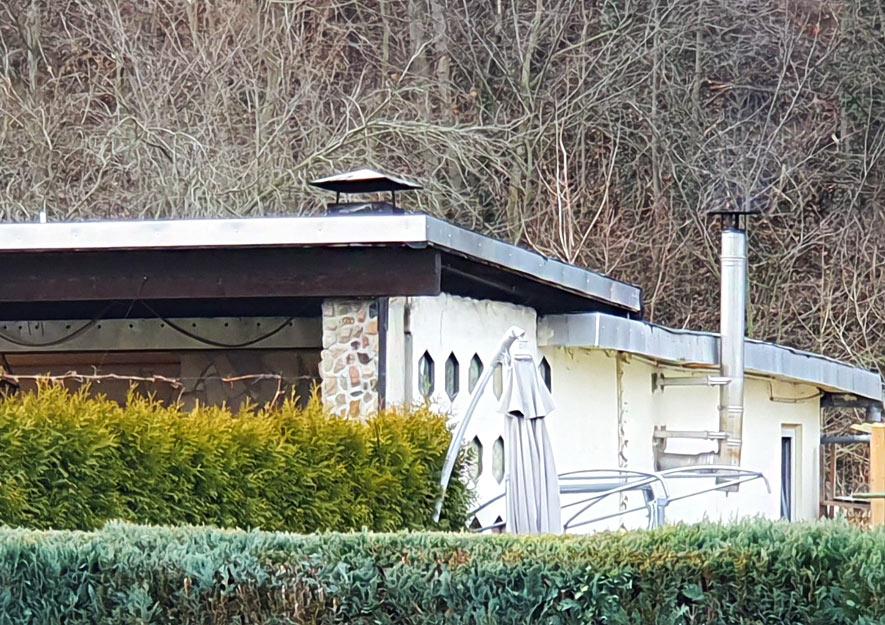Gartenlaube - Edelstahlschornstein und Freizeitüberdachung