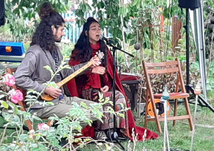 Iranisches Duo präsentiert iranische Musik