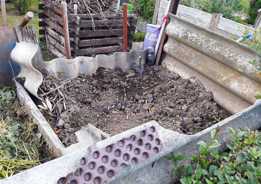 Gefährlich - Komposteinfassung aus Asbest