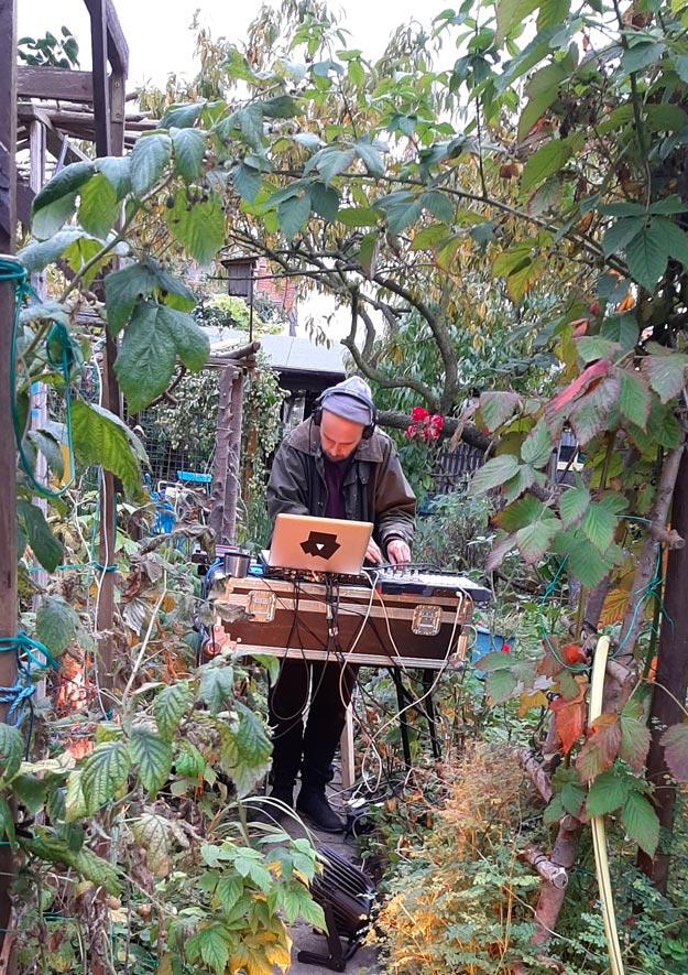 Techno-DJ legte im Kleingarten auf